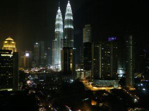 Zicht op de Petronas torens vanuit onze kamer (Renaissance Kuala Lumpur)