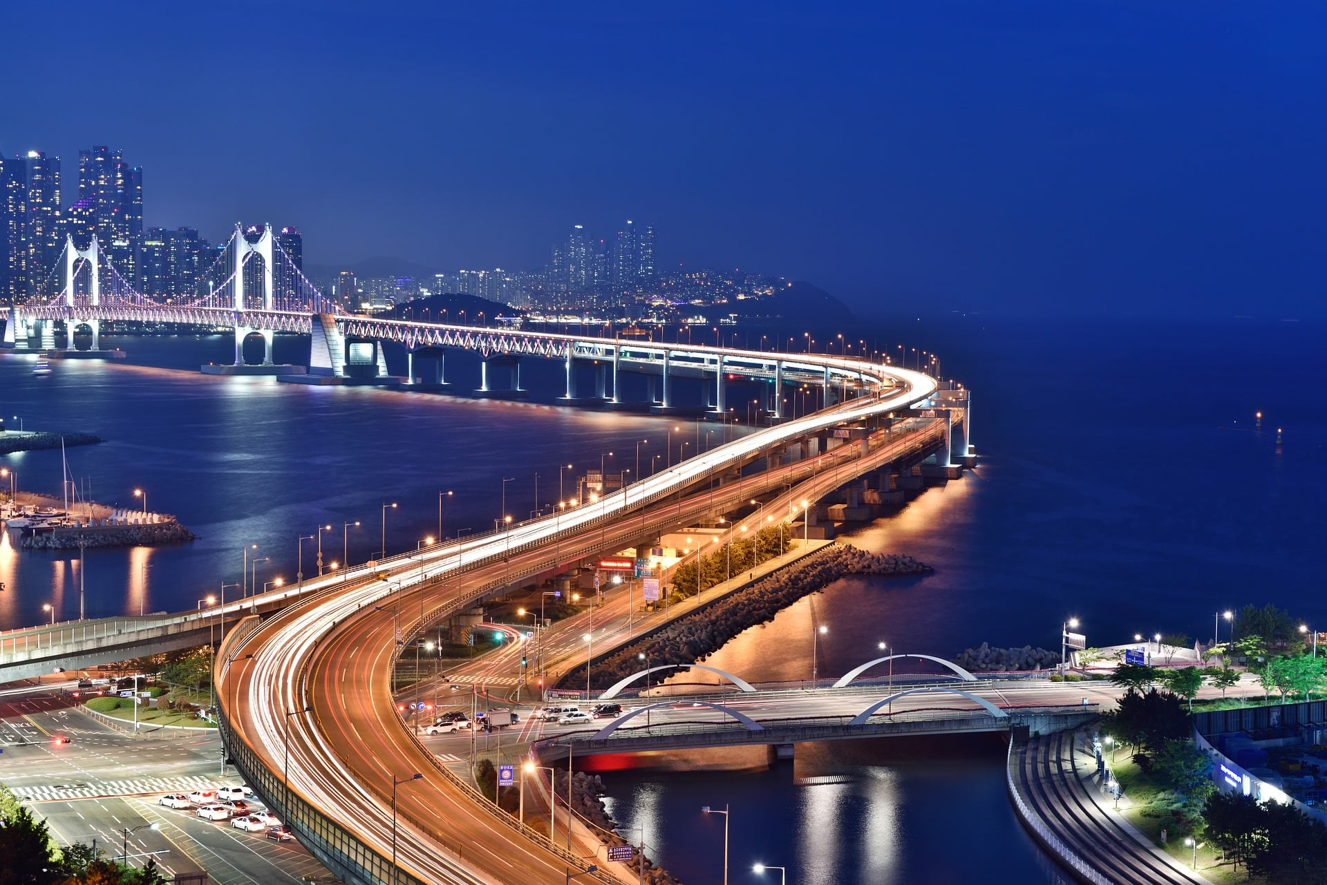 Diamond Bridge Gwangandaegyo Bridge Busan at night