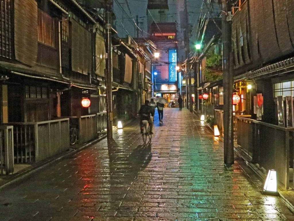 Make sure to also explore the well-preserved streets of old Kyoto after dark during you 5-day Kyoto itinerary.