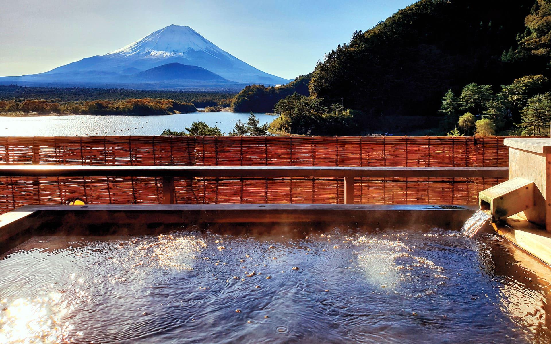 Onsen Lake Kawaguchiko Japan