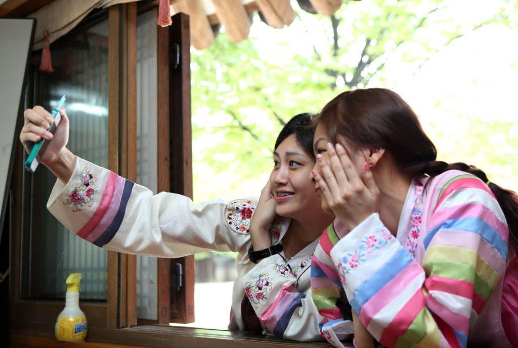 Korea Hanbok Selfie Unhyeongung Palace