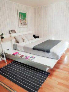 Private room in condominium