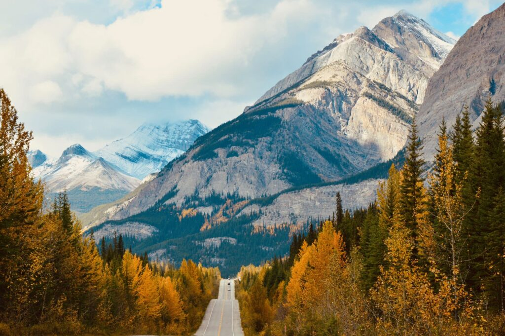 The Icefields Parkway in Banff National Park is not to be missed on a 3 day Banff itinerary