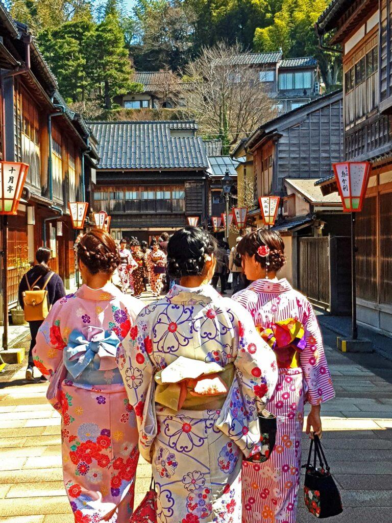 3 Japanese woman in traditional clothing walking in the Higashi Chaya-gai district in Kanazawa