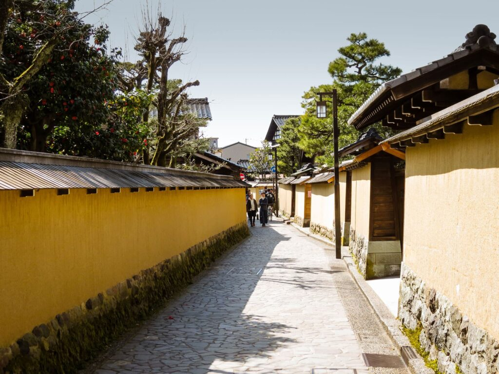 Few cities in Japan have such a well-preserved Samurai District as the Nagamachi Samurai District in Kanazawa Japan.  This makes it a highlight of your Kanazawa itinerary.