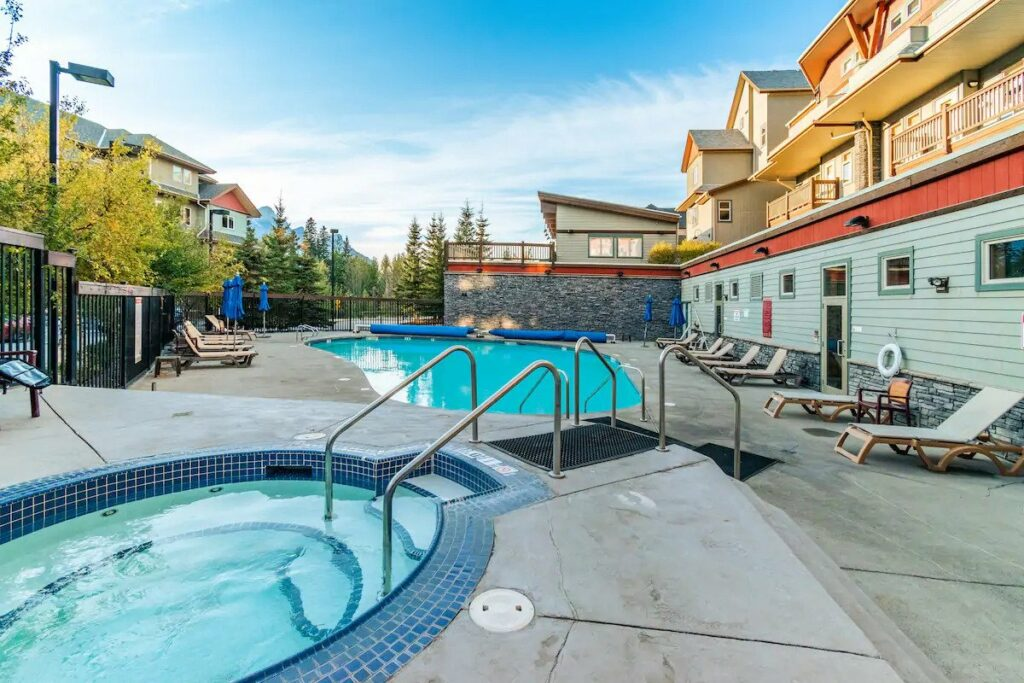 Great Airbnb in Canmore with pool and hot tub