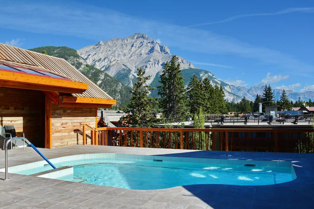 Amazing Airbnb in Banff with hot pool
