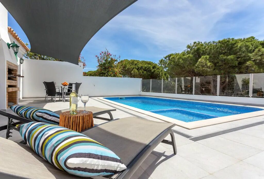 Great Airbnb in Faro with pool