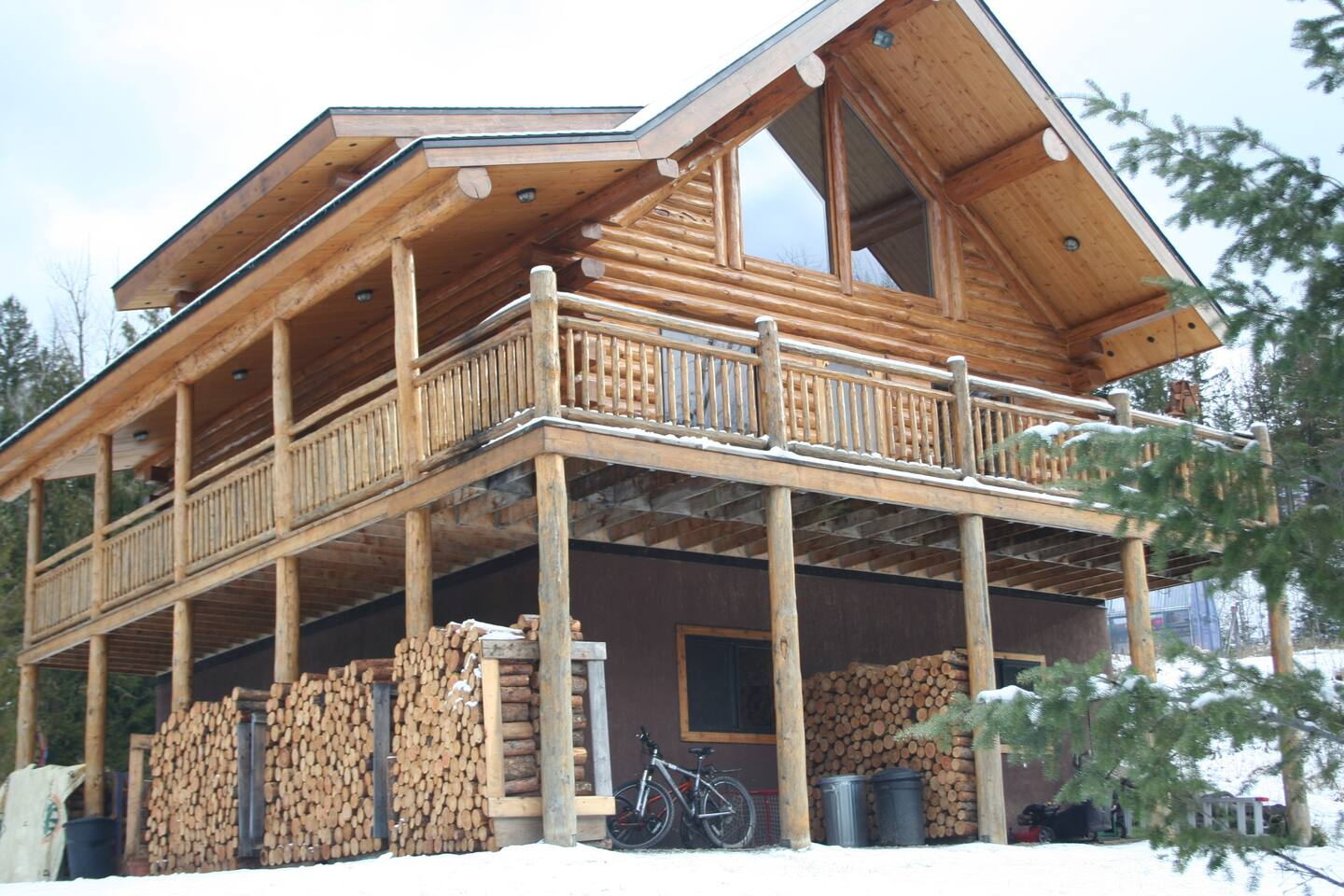 15 best Airbnbs in Fernie for 2021 ( cabins with hot tub, pool, and more )