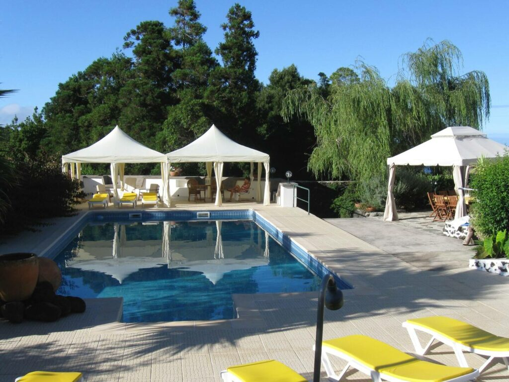 Airbnb in Terceira with pool