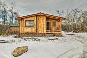VRBO cabin 5 minutes from Glacier national park