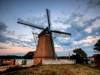 de immigrant Windmill in Fulton, Illinois