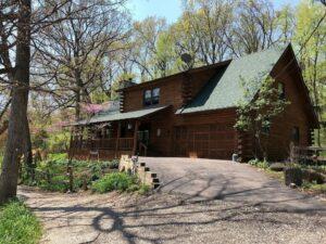 great dog-friendly cabin near Starved Rock