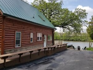 Great cabin near the river, close to Starved Rock state park
