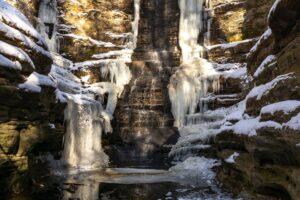 Frozen Lake Falls in Matthiessen State Park