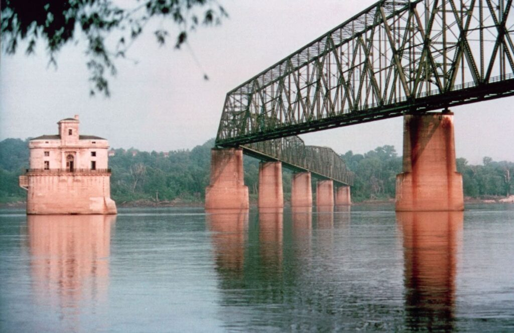 Chain Of Rocks Bridge in illinois
