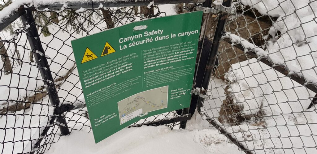 The sign at the entrance to the bottom of the Maligne Canyon